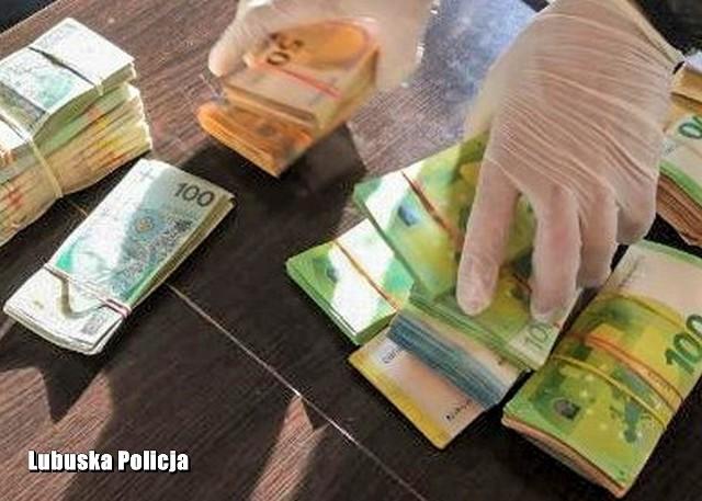 Rozbito grupę przestępczą, która naraziła państwo na stratę blisko czterech milionów złotych.