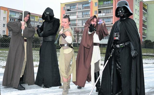 Szczecińska Liga Superbohaterów w pełnej okazałości. Od lewej: Rycerz Jedi, Kylo Ren, Rey, Luke Skywalker, Lord Vader