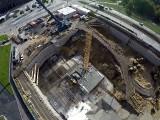 Katowice: budowa kompleksu .KTW trwa. Zobaczcie jak montowano żurawia [ZDJĘCIA]