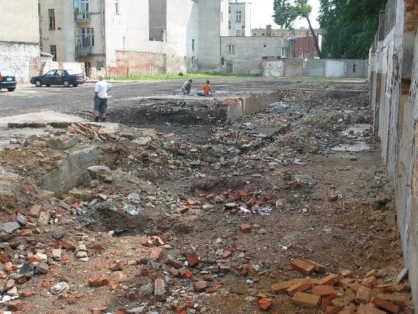 Stare budynki z placu usunięto w ekspresowym  tempie. Teraz trzeba czekać na znalezienie  wykonawcy nowego pasażu...