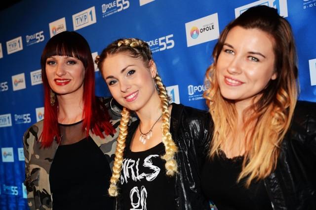 Girls on Fire na konferencji festiwalowej w poniedziałek w TVP. To finalistki III edycji programu X Factor. Trio tworzą: Joanna Cholewa, Marta Dzwonkowska, Monika Wiśniowska-Basel.