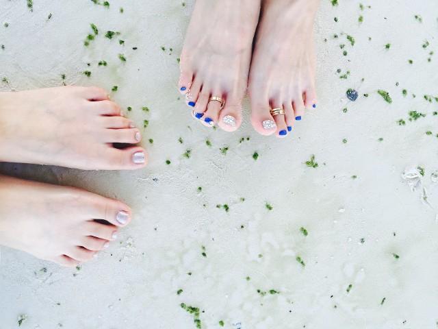 Pedicure 2020 - modne wzory. Pedicure na lato - inspiracje i zdjęcia [GALERIA]