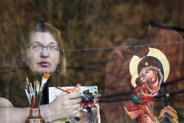 Galeria ikon i korzenioplastyki w PolanieW bieszczadzkiej Polanie znajduje się galeria ikon i korzenioplastyki Janiny Krauze i Marka Chmiela. Janina specjalizuje się w pisaniu ikon, Marek natomiast w rzeźbie użytkowej i korzenioplastyce.