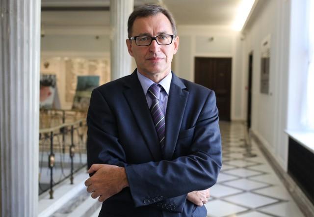 Jarosław Szarek został w piątek nowym szefem Instytutu Pamięci Narodowej. Zdążył już skrytykować jego poprzednie kierownictwo