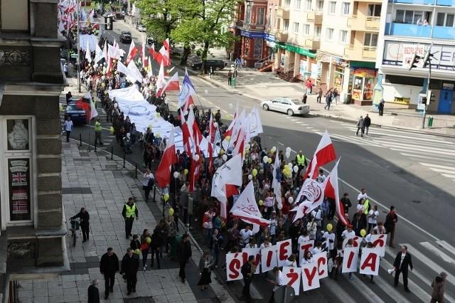 Ulicami Szczecina przeszło wczoraj 15 tysięcy obrońców życia. To 5 tysięcy mniej, niż podczas zeszłorocznego marszu, który doczekał się słów pochwały z ust samego papieża Franciszka.