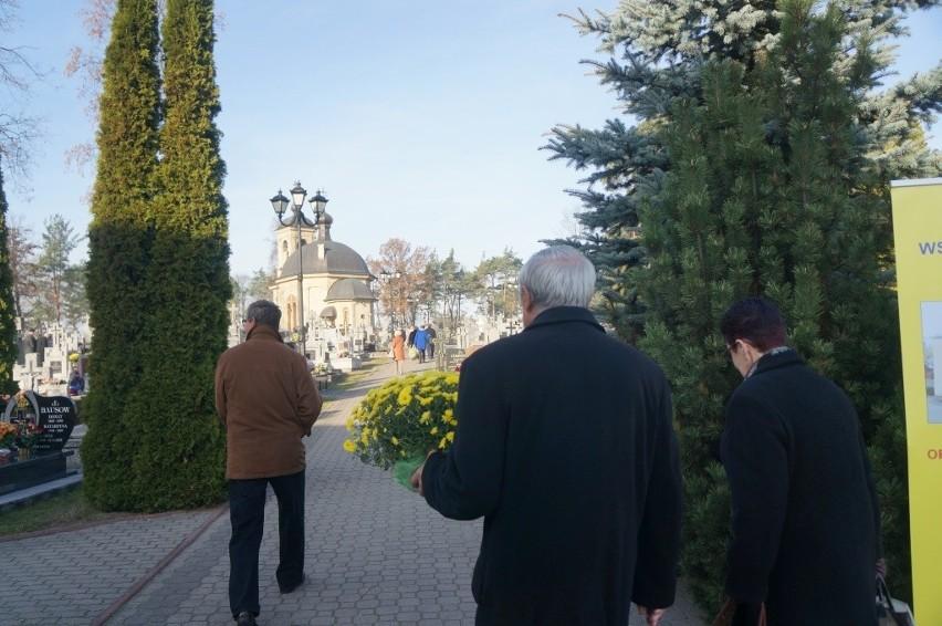 Cmentarz prawosławny. Wierni odwiedzają groby bliskich (zdjęcia, wideo)