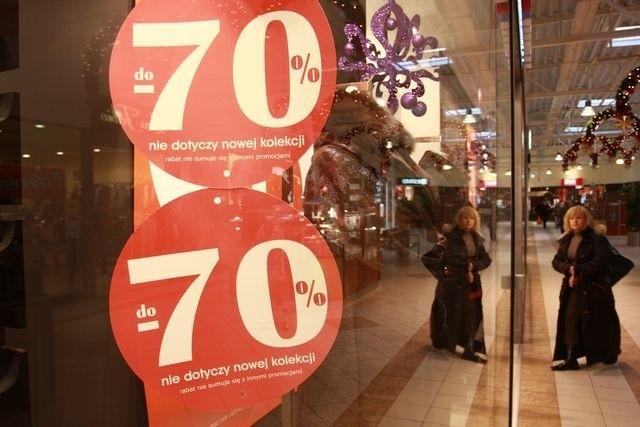 Żeby zapewnić sobie stały przepływ klientów wielu właścicieli sklepów co jakiś czas organizuje promocje i przeceny.