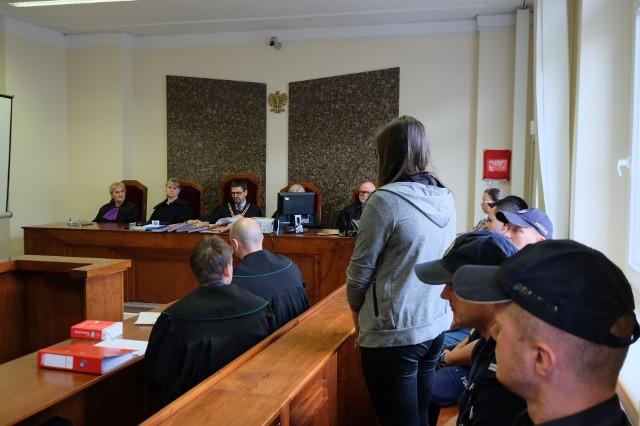 Wymierzenia kary 25 lat więzienia chce dla Szymona B. i Angeliki B. prokuratura. Małżeństwo z Piły miało doprowadzić do śmierci 2-letniej Liliany. Zarówno matka, jak i ojczym dziecka nie przyznają się do winy i chcą uniewinnienia.