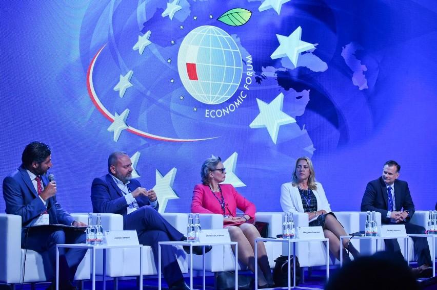 Sesje plenarne, panele, seminaria - w sumie ponad 200 debat i poszukiwanie najlepszych rozwiązań dla Polski, Europy, świata.