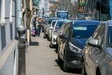 Przepisy. Co z zakazem parkowania samochodów na chodnikach?
