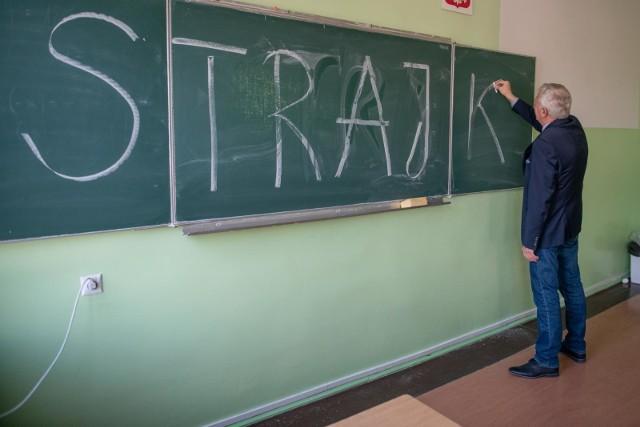Tym razem nauczyciele zdecydowali się na strajk, który nie oznacza odwołania lekcji w szkołach.