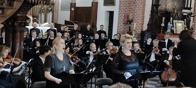 """Polska Opera Królewska w ramach projektu """"Opera w drodze"""" wystawiła Requiem W. A. Mozarta."""