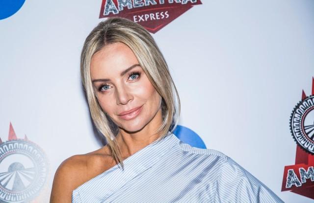 Agnieszka Woźniak-Starak czujnie obserwuje zmagania uczestników. Kto poradzi sobie najlepiej w programie Ameryka Express?