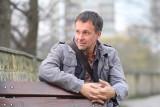 """Tomasz Różycki opowie w poniedziałek, 10 maja w MBP o swojej najnowszej książce pt. """"Ijasz"""". Spotkanie odbędzie się online"""