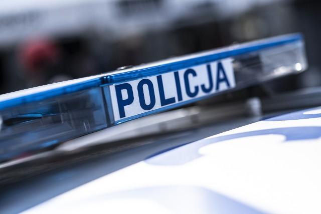 Aresztowanie 30-letniego kierowcy BMW, który wjechał w dwa radiowozy.