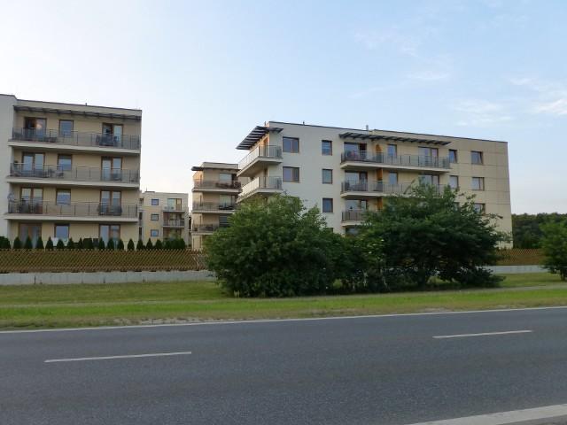 Mieszkania w WarszawiePolska nie znajduje się już w ogonie krajów europejskich z jednymi z najdroższych kredytów hipotecznych (jak to miało miejsce jeszcze pod koniec 2012 r.), ale dołączyła do grona znajdującego się mniej więcej w połowie stawki.