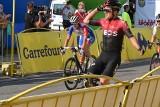Tour de Pologne 2020. Richard Carapaz wygrał w Bielsku-Białej ZDJĘCIA Znów wypadek na TdP - helikopter zabrał kolarza z trasy w Porąbce
