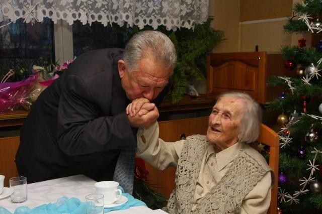 Gratulacje składa pani Stefanii jej syn Marek.