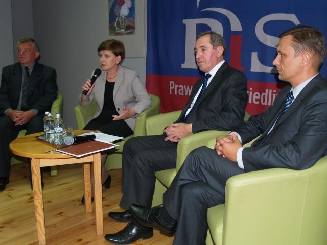 Posłowie Beata Szydło i Henryk Kowalczyk na spotkaniu w Bibliotece Miejskiej w Wyszkowie