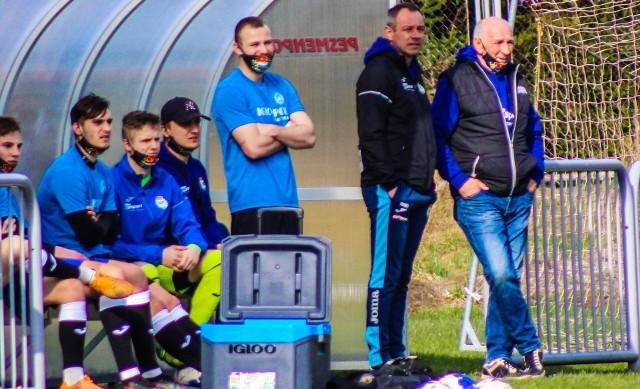 Grzegorz Lorek (na zdjęciu drugi z prawej) prowadził Igloopol przez jeden sezon