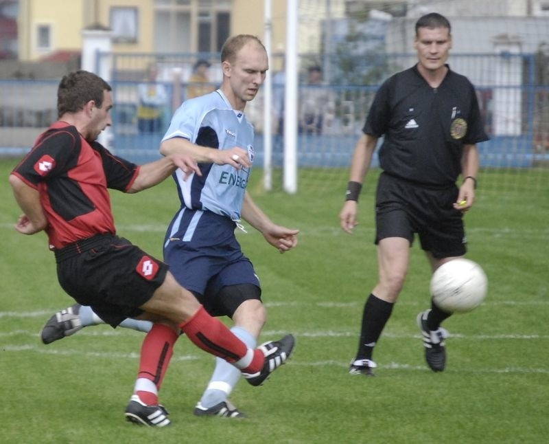 Najwyżej z naszych zespołów jest Pogoń Lębork (niebieskie stroje) - zajmuje dwunaste miejsce.
