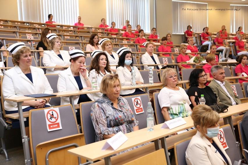 Czepkowanie absolwentów pielęgniarstwa w Państwowej Uczelni...