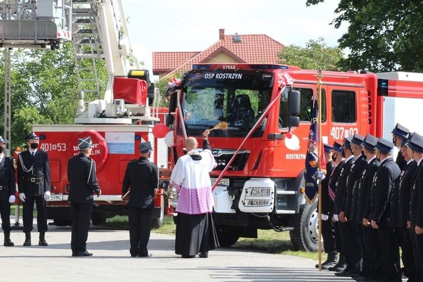 Strażacy z Ochotniczej Straży Pożarnej w Kostrzyniu otrzymali nowy sprzęt. Oficjalne przekazanie wozu odbyło się w minioną niedzielę.