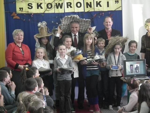 """Podczas """"Skowronków"""" nie zabrakło konkursów, a dzieciaki zgarnęły nagrody"""