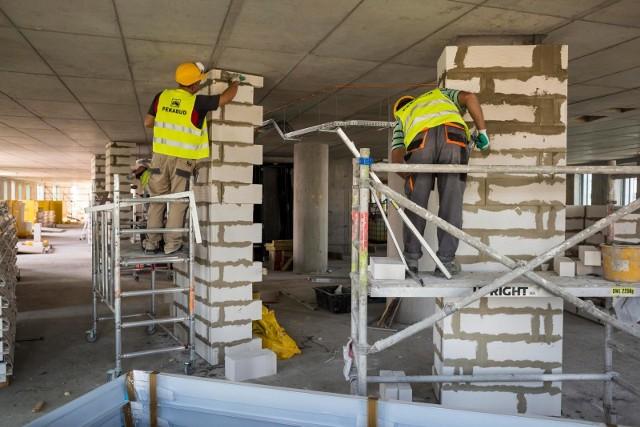 Cały czas jest praca w branży budowlanej.
