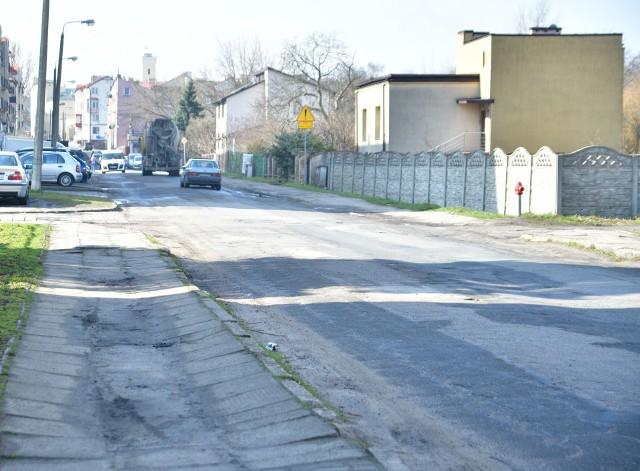 Ulica Wolność ma byc przebudowana. Będzie nowy asfalt i chodniki.