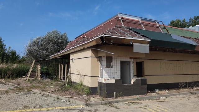 Ruiny McDonalds przy autostradzie koło Piotrkowa.