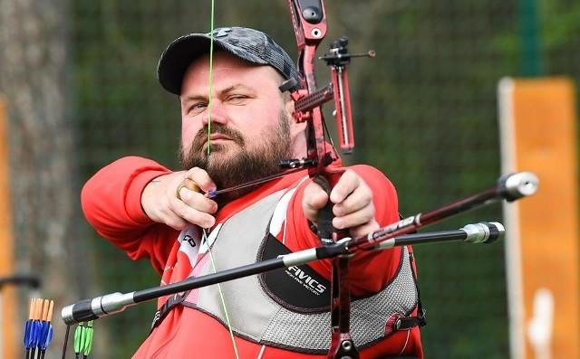 Piotr Sawicki (Integracyjne Centrum Sportu i Rehabilitacji Start Lublin) od wielu lat z powodzeniem rywalizuje z łucznikami pełnosprawnymi