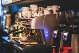 Jaki samoczyszczący ekspres do kawy wybrać? Który najlepiej spienia mleko?