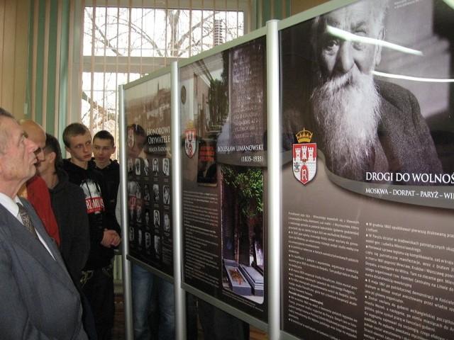 -Dobrze jest poszerzyć wiedzę o Bolesławie Limanowskim - mówili oglądający wystawę