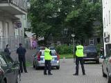 Stargard. Mężczyzna zabarykadował się w sklepie i grozi wysadzeniem budynku