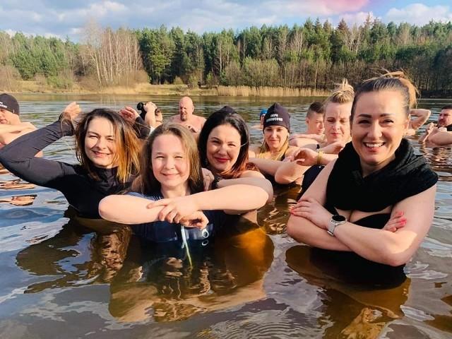 Oficjalny koniec sezonu 2020/21 Ekipy Lodowcowej Chlewiska. Dziękujemy wszystkim za wspólne kąpiele, pogawędki, mile spędzony czas. Życzymy wszystkim radosnych, pogodnych, a przede wszystkim zdrowych Świąt Wielkiej Nocy. Do zobaczenia za rok.ZOBACZ ZDJĘCIA>>>