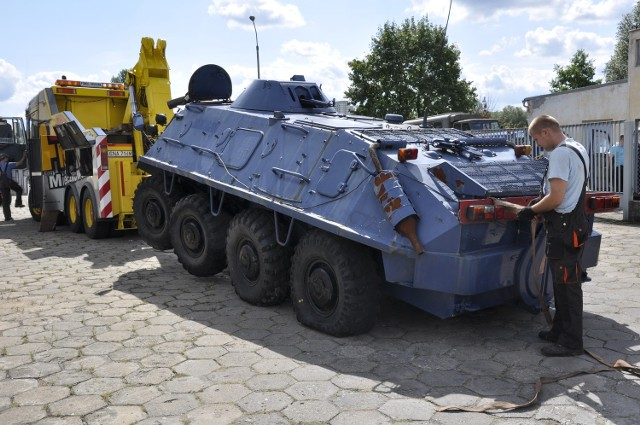 Jeden z transporterów BTR 60 PB.