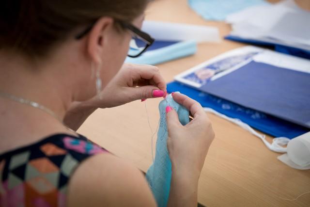 Warsztaty haftu kujawskiego. Efekty pracy uczestników można będzie obejrzeć w listopadzie w Muzeum Etnograficznym we Włocławku