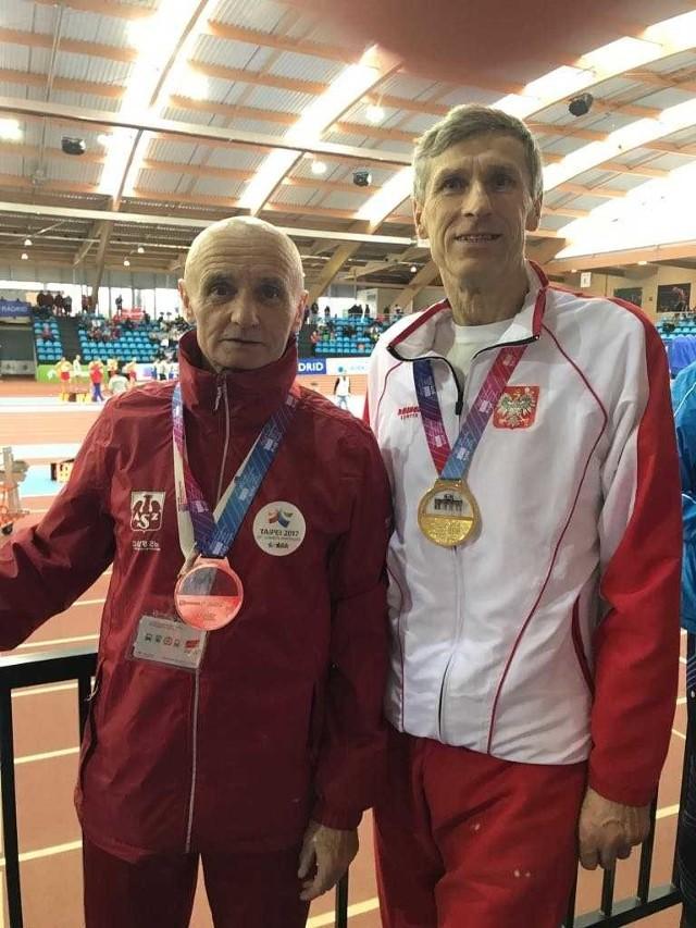 Wiesław Musiał (z prawej) ze Śremu i Sylwester Lorenz z Lubonia - medaliści halowych ME mastersów w Madrycie