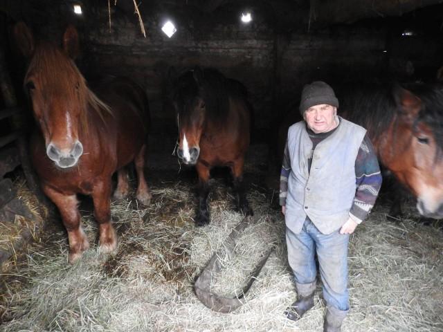"""Najsłynniejszy rolnik w Polsce - Gienek Onopiuk z programu """"Rolnicy. Podlasie"""" mieszka w Plutyczach. Odwiedziliśmy go (zdjęcia)"""