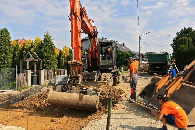 Rozpoczęła się przebudowa ul. Słonecznej na wielickim osiedlu Krzyszkowice. Prace potrwają do lata 2022 roku