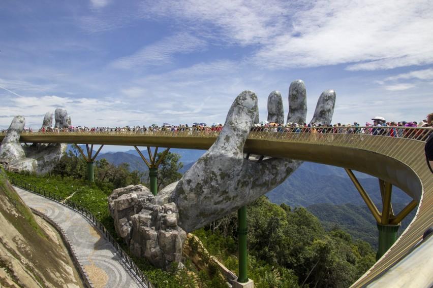 Kładka Golden Bridge na zdjęciu sprzed kilku lat, którą...