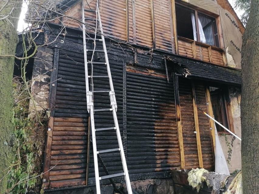 Pożar w Antoniewie. Dom jednorodzinny w ogniu ZDJĘCIA