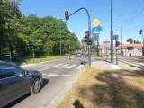 Włączyli sygnalizację świetlną na skrzyżowaniu ul. Dąbrowskiego i Łomżyńskiej. Tylko po co?
