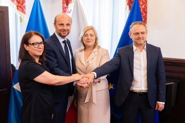 Konrad Fijołek i nowi wiceprezydenci. Od lewej: Krystyna Stachowska, Jolanta Kaźmierczak, Dariusz Urbanik