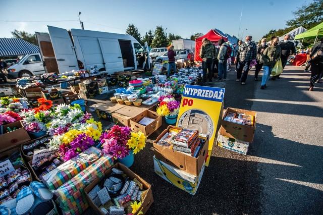 Koszalińska giełda to popularne miejsce spędzania wolnego czasu w niedziele wśród wielu mieszkańców Koszalina i nie tylko.