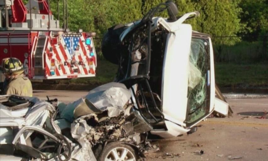 Pijany kierowca szkolnego autobusu rozbił pięć aut (wideo)