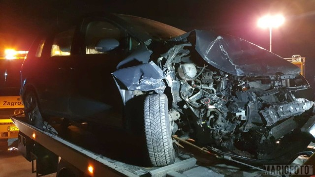 W Pakosławicach zderzyły się dwa samochody osobowe, którymi w sumie podróżowało 5 osób. Na miejsce skierowano 6 zastępów straży pożarnej. Trwa akcja ratunkowa.