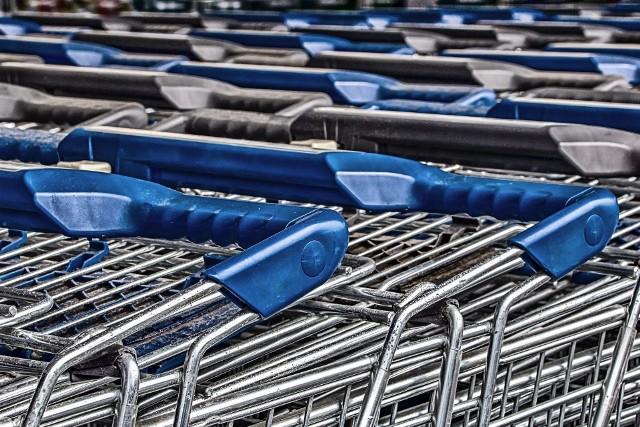 Znana sieć sklepów Biedronka zadba o higienę klientów podczas zakupów - wózki oraz koszyki będą częściej dezynfekowane.