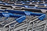 Sieć sklepów Biedronka chce dbać o bezpieczeństwo klientów. Wózki sklepowe i koszyki będą częściej dezynfekowane
